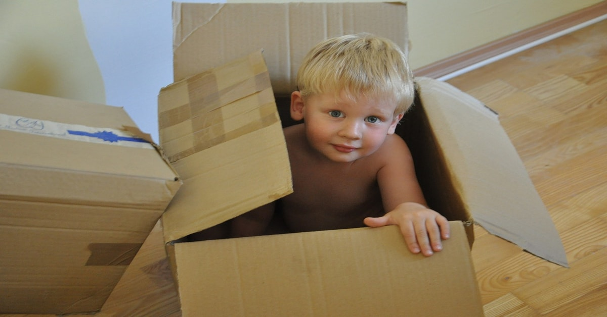 child-play-inside-moving-box